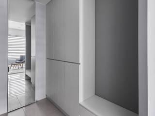 潤澤明亮設計事務所 Коридор, прихожая и лестница в классическом стиле