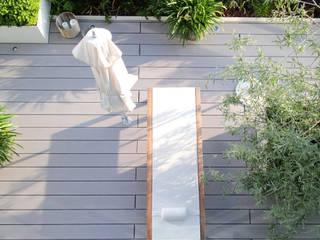 Moderne Dachterrasse mit Premium WPC Terrassendielen glatt in grau MYDECK GmbH Moderner Balkon, Veranda & Terrasse Holz-Kunststoff-Verbund Grau