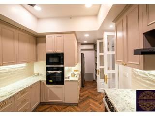 Buddha Interiors クラシックデザインの キッチン