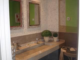 RINCONES IMPORTENTES DENTRO DE UNA VIVIENDA Estudio RYD, S.L. Baños de estilo clásico Granito Gris