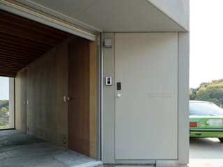 己斐中の家 吉田豊建築設計事務所 YUTAKA YOSHIDA ARCHITECT & ASSOCIATES ミニマルスタイルの 玄関&廊下&階段 ベージュ