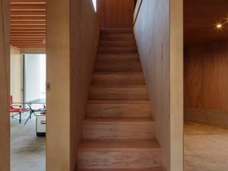 己斐中の家 吉田豊建築設計事務所 YUTAKA YOSHIDA ARCHITECT & ASSOCIATES 階段 合板(ベニヤ板) ブラウン