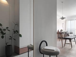 Le rêve 知域設計 斯堪的納維亞風格的走廊,走廊和樓梯 OSB Grey