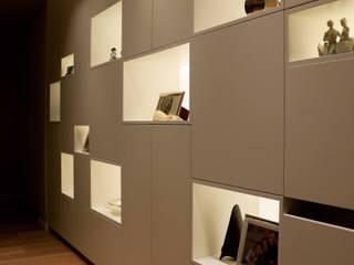 gk architetti (Carlo Andrea Gorelli+Keiko Kondo) Ruang Keluarga Minimalis