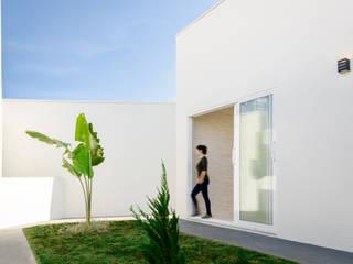 Obra Nueva - Casa Unifamiliar Luciane Gesualdi   arquitectura y diseño Jardines delanteros Verde