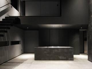 クリエイティブに暮らす TKD-ARCHITECT モダンな キッチン コンクリート 黒色