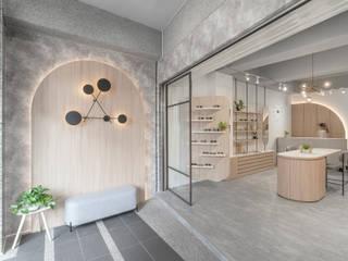 漢玥室內設計 Centros comerciales Tablero DM Acabado en madera