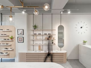 漢玥室內設計 Vestíbulos, pasillos y escalerasCómodas y estanterías Tablero DM Acabado en madera
