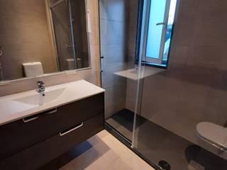 Home 'N Joy Remodelações 現代浴室設計點子、靈感&圖片 Brown