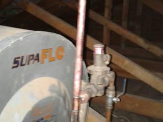 Geyser Repairs Pretoria East 0714866959 (No Call Out Fee) Hospitales de estilo industrial Metal Turquesa