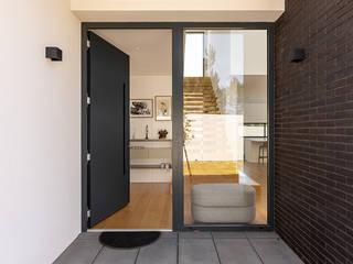 ShiStudio Interior Design Vestíbulos, pasillos y escalerasAccesorios y decoración