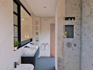 Un baño reformado al completo Arquitectura Sostenible e Interiorismo | a-nat Baños de estilo minimalista Negro