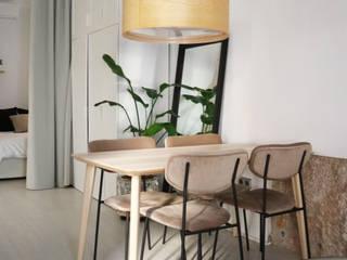 Un loft sostenible en el centro de Valencia Arquitectura Sostenible e Interiorismo | a-nat Comedores de estilo moderno Blanco