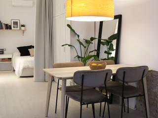 Lámpara de madera con iluminación cálida Arquitectura Sostenible e Interiorismo   a-nat Comedores de estilo minimalista