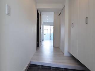 Style Create Corredores, halls e escadas escandinavos Branco