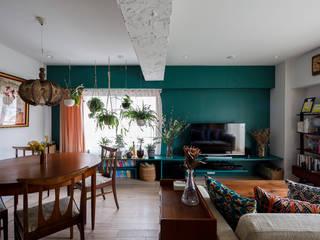 à la maison-自分らしいインテリアにこだわった、カラフルで楽しい家 株式会社ブルースタジオ モダンデザインの リビング