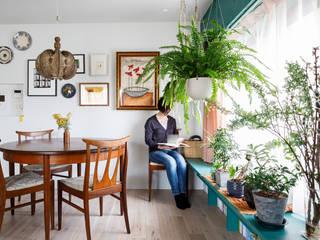 à la maison-自分らしいインテリアにこだわった、カラフルで楽しい家 株式会社ブルースタジオ モダンデザインの リビング 緑