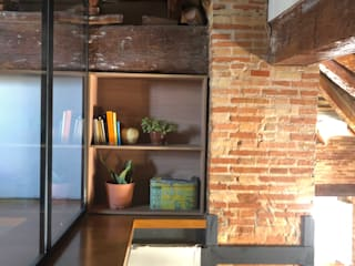 Un altillo sostenible Arquitectura Sostenible e Interiorismo | a-nat Estudios y despachos de estilo moderno Tablero DM Acabado en madera