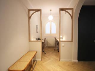 Reforma integral vivienda Valls y Taberner Obra de Eva Pasillos, vestíbulos y escaleras de estilo ecléctico