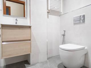 Grupo Inventia Modern style bathrooms Tiles White