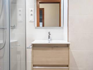 Grupo Inventia Modern style bathrooms Wood-Plastic Composite Wood effect