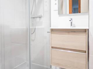 Grupo Inventia Modern style bathrooms Glass Transparent