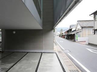 海田の家 吉田豊建築設計事務所 YUTAKA YOSHIDA ARCHITECT & ASSOCIATES モダンデザインの ガレージ・物置