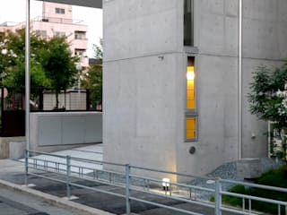 住吉の家 吉田豊建築設計事務所 吉田豊建築設計事務所 YUTAKA YOSHIDA ARCHITECT & ASSOCIATES モダンデザインの ガレージ・物置