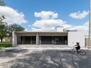 KARLEN + CLEMENTE ARQUITECTOS Einfamilienhaus Beton Weiß