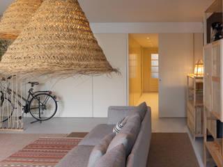 Tangerinas e Pêssegos - Design de Interiores & Decoração no Porto Eclectic style garage/shed