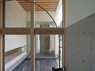 空間建築-傳 Modern living room Tiles Black