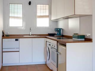 osb arquitectos Kitchen units White