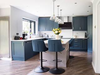 Mix of Styles - modern and classic Zara Kitchen Design Einbauküche Blau