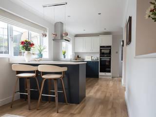 Modern Smooth Shaker in Hartforth Blue and Porcelain Zara Kitchen Design Einbauküche Quarz Blau