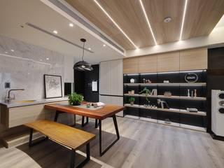 置身在飯店般的時尚精品美宅 微自然室內裝修設計有限公司 餐廳