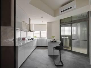 45-degree轉角的風景 微自然室內裝修設計有限公司 現代廚房設計點子、靈感&圖片