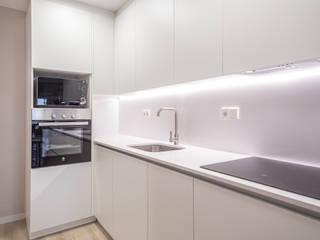 Grupo Inventia Built-in kitchens Wood-Plastic Composite Beige