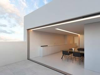 Àtic blanc FRAN SILVESTRE ARQUITECTOS Casas de estilo minimalista