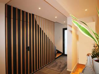Agence ADI-HOME Pasillos, vestíbulos y escaleras de estilo moderno