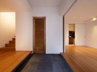 Peter Ruge Architekten GmbH Коридор, прихожая и лестница в модерн стиле
