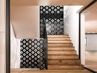S.N.O.W. Planungs und Projektmanagement GmbH Minimalist corridor, hallway & stairs