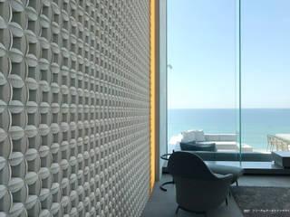 株式会社 虔山 Livings modernos: Ideas, imágenes y decoración Cerámico Blanco