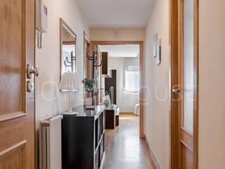 HS en Arganzuela The Open House Pasillos, vestíbulos y escaleras de estilo moderno