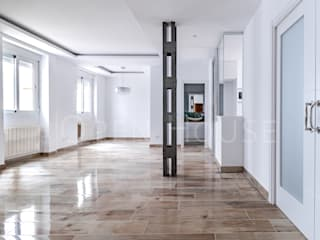 La casita del Retiro The Open House Salones de estilo moderno