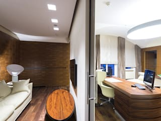 Desk in rosewood, dividing wall in white lacquered wood, sliding glass doors, Moscow office homify Study/officeDesks Wood Brown