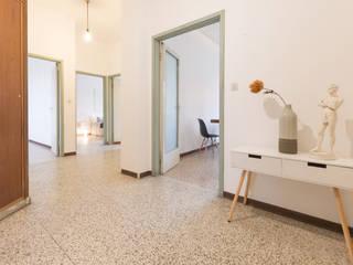 Mirna Casadei Home Staging Modern corridor, hallway & stairs