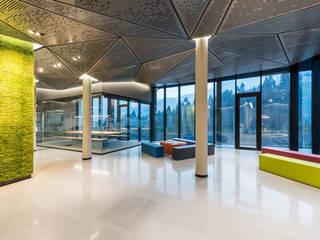 Ghenos Communication Galerías y espacios comerciales de estilo moderno