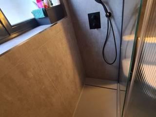 David Mateos García Phòng tắm phong cách hiện đại Gạch ốp lát Grey