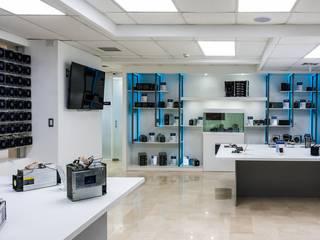 OMAR SEIJAS, ARQUITECTO Minimalist offices & stores White