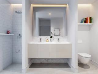 MA.TERIA. REHAB. OURIQUE 3 MA.TERIA. ARCHITECTURE SOLUTIONS Casas de banho ecléticas Pedra Branco